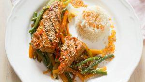 Wok de verduras y Atún al Grill con pimientos